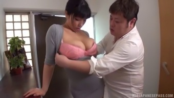 Japanese maid with a curvaceous body is ready to do some sucking