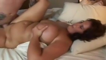 Mature BBW with beautiful curves jiggling on dick