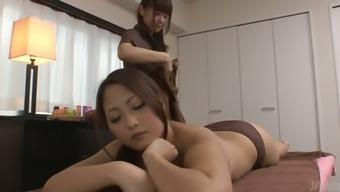 Beautiful Jap chick Yuna Harumoto is enjoying massage