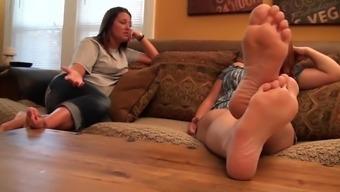 bi female footfetish
