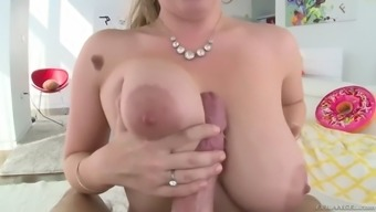 curvaceous lena paul gets her hairy muff pounded squirting