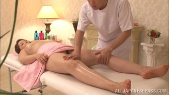 Nice ass mature lady gets her body oiled before sucking guy's cock