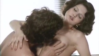 Full natural juggy babes Veronica Hart, Lisa De Leeuw making love with John Alderman in classic porn clip