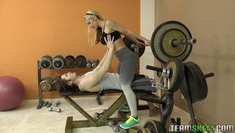 Sarah Vandella seduces her trainer with those amazing curves