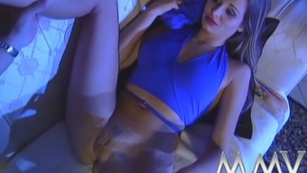 Sexy bitch gives unforgettable blowjob and fucks like sex-crazy