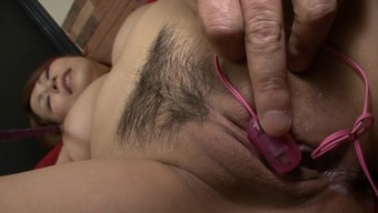 Japanese mom likes younger guy pleasing her vag