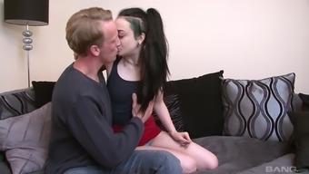 Slut Alessa Savage spreads her legs wide open to get sucked