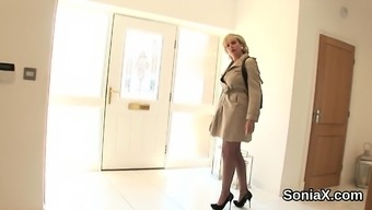 Adulterous british mature lady sonia shows her heavy puppies