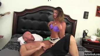 Ariel Winters is tired of having sex with guys her age.