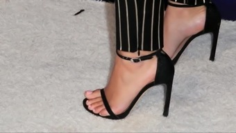 Ariel Winter hot feet and toes