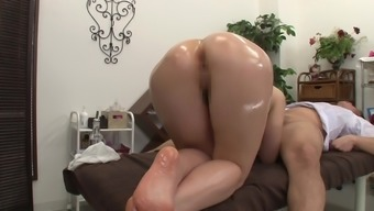 Oily rubdown for a brunette hottie and steamy pussy wrecking