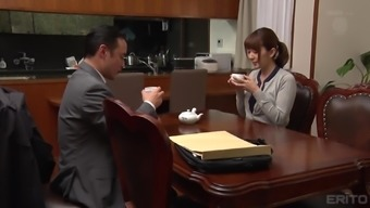 Playing with the little restless beaver of lusty Yui Hatano