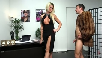 Tall and leggy Tgirl Aubrey Kate gonna fuck the shit out of her dude