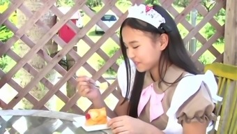 Japanese juniou idol ami eating jelly