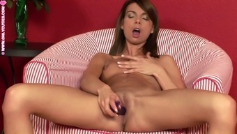 Beth enjoys masturbation and dildo fucks cunt on sofa