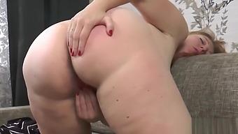 pregnant future mommy Marta Masturbates and starts to give birth