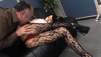 Asian office hottie provides her vagina for real hardcore