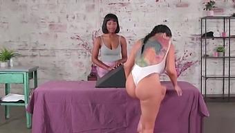Masseuse ebony Jenna Foxx massage Romi Rain so sweet and licks her wet pussy