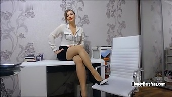 Miss Honey Barefeet - Strickt Pantyhose Lady Boss