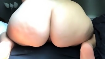 amateur marlovelyx flashing ass on live webcam