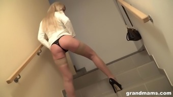 Blonde bombshell MILF Roberta Gemma blows cock and gets fingered