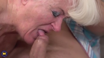 Mature amateur granny Lennora bounces on a stiff cock