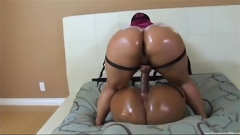oiles and big butt Pinky adores lesbian sex games with a strapon
