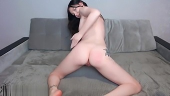 Young Girl Shaking Ass and Play Sex Toys with Pussy - Hot Solo