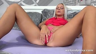 Quite bootyful blonde lady Julia Parker uses a metal vaginal speculum