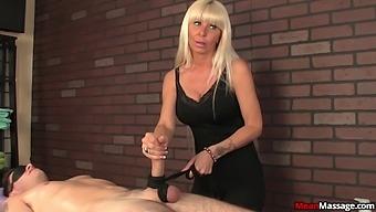 Blonde mature slut does not show her boobs to make him cum