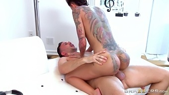 Big ass pornstar Bella Bellz loves to be fucked in her butt