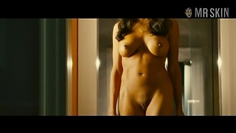 Fully naked Rosario Dawson flaunting her flawless tits and smooth pussy