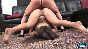 Jynx Maze has her hole wide open here