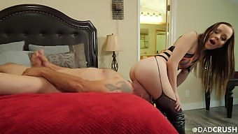 Wearing sexy explicit stuff kinky girlfriend Aliya Brynn enjoys facesitting