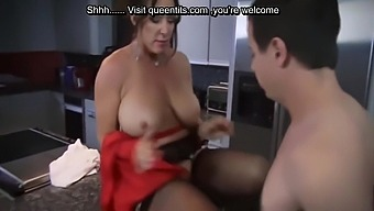 Breakfast Fuck with hot mom and perfect body