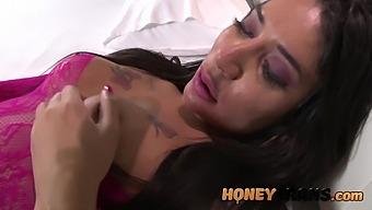 Latina Trans Mel Pacheco Has Big Cumshot For Masturbation